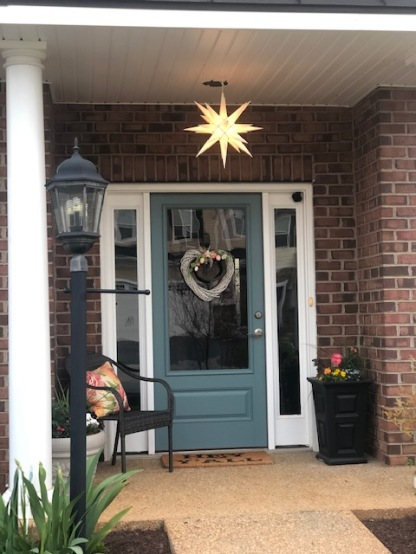 Easter wreath, Christmas star...